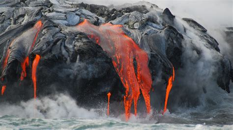 Lava Flow From Hawaii Volcano United States 1800x2880