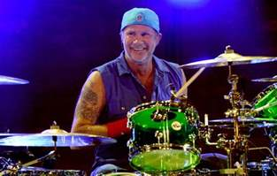 Watch Chad Smith storm off stage after heckler shouts